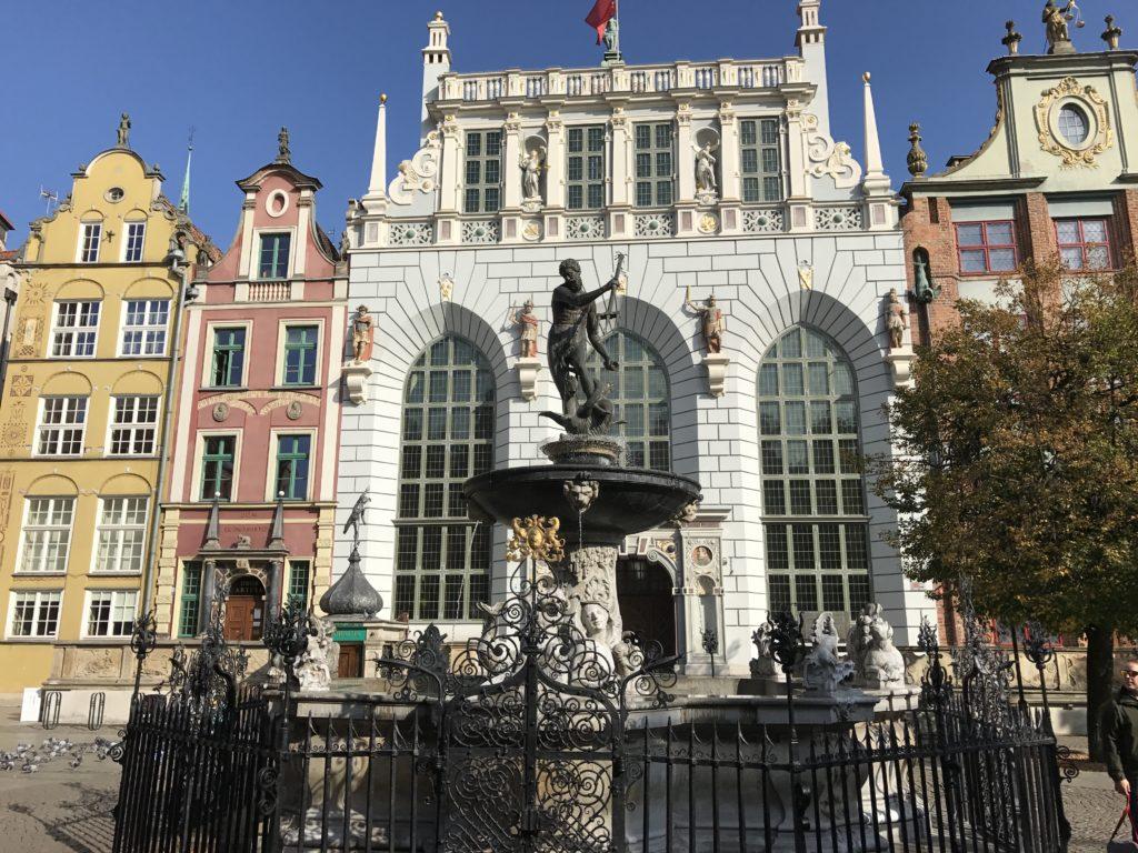 Двор Артуса и фонтан Нептуна перед ним, Гданьск