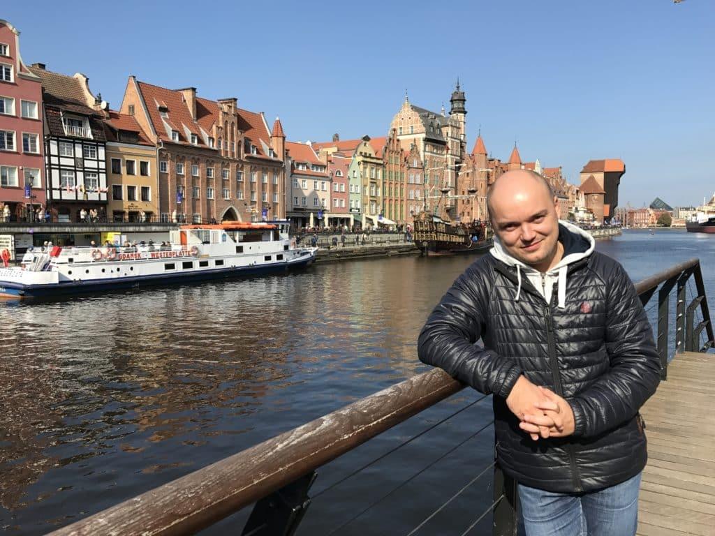 Прогулочная набережная на канале в Гданьске