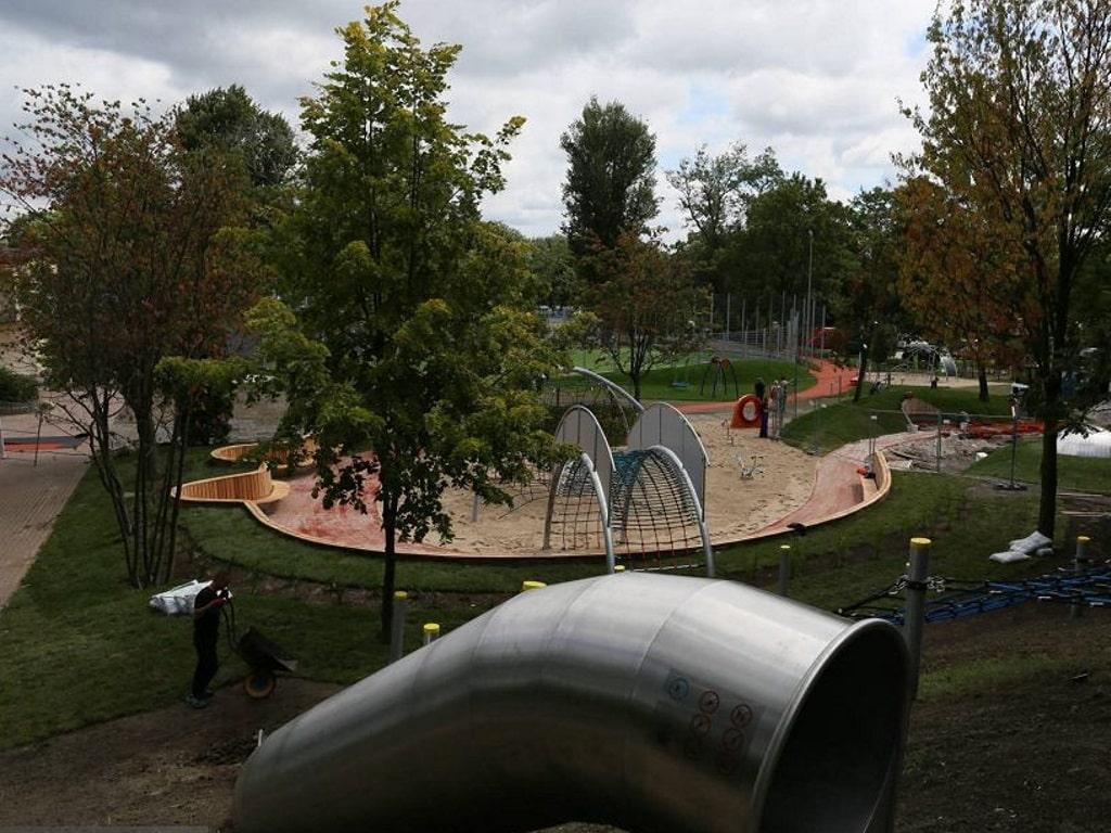 Детская площадка в парке на Подзамче