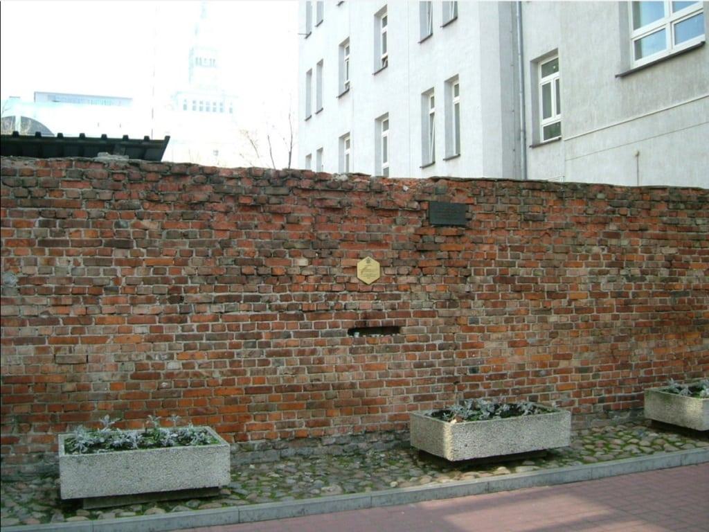 Фрагмент стены