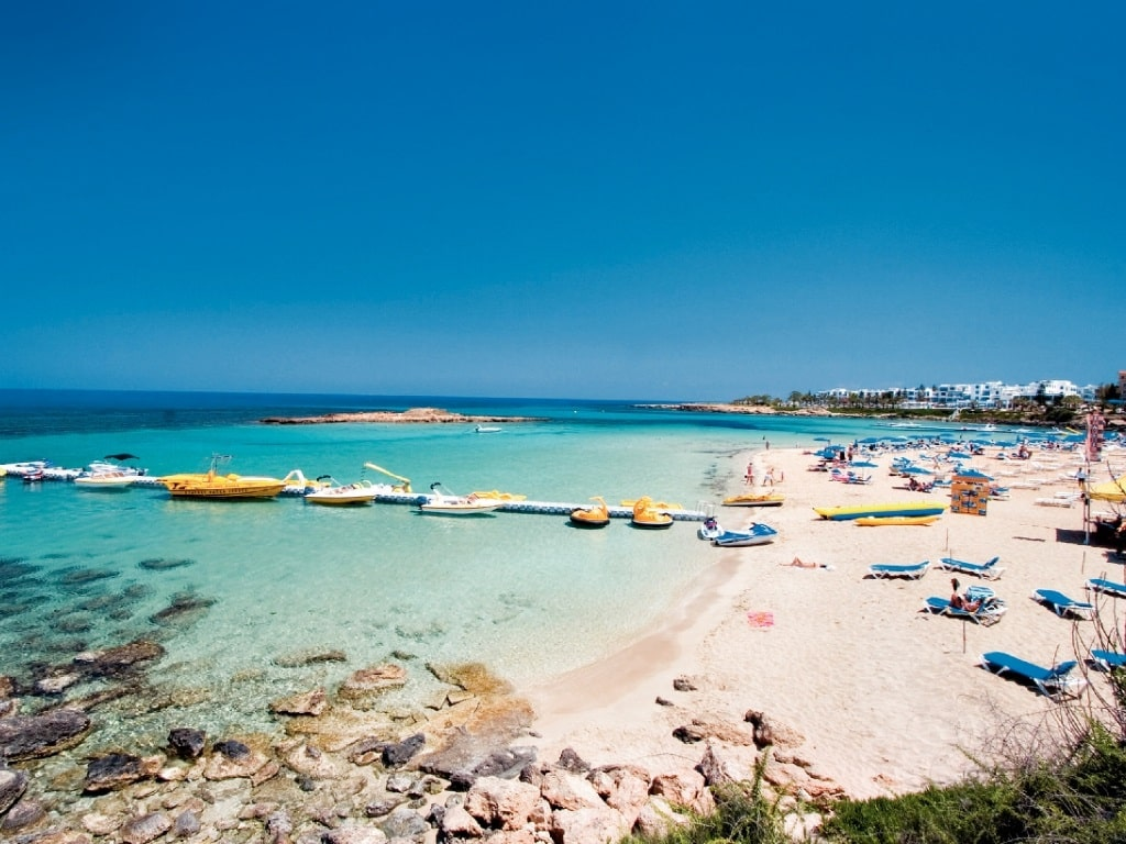 Причал и пляж Фамагуста