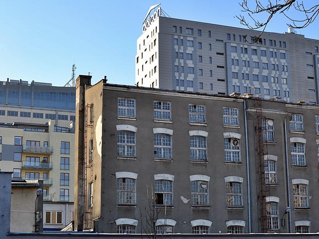 Современные здания и дома старой застройки