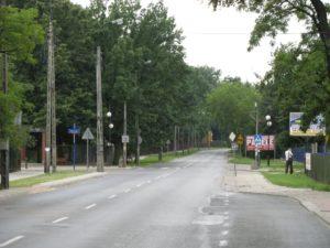 Улица, утопающая в зелени