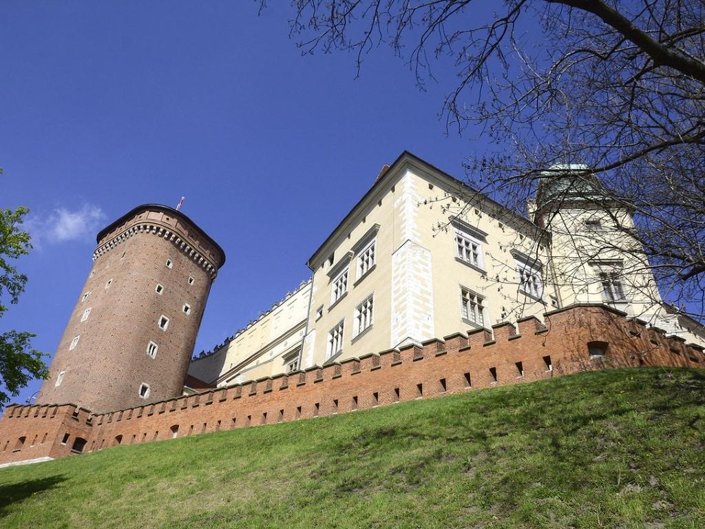 Замок Вавель на горе - вид снизу